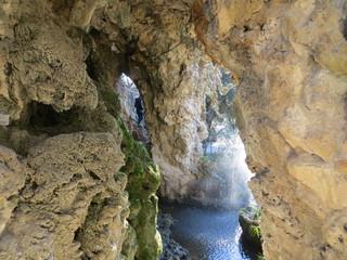 La cascade dans le rocher des Doms