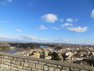 Au loin, le Rhône