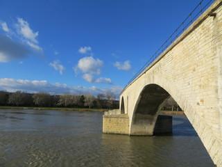 Vue plongeante sur le pont d'Avignon