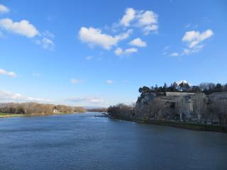 Les remparts d'Avignon depuis le pont